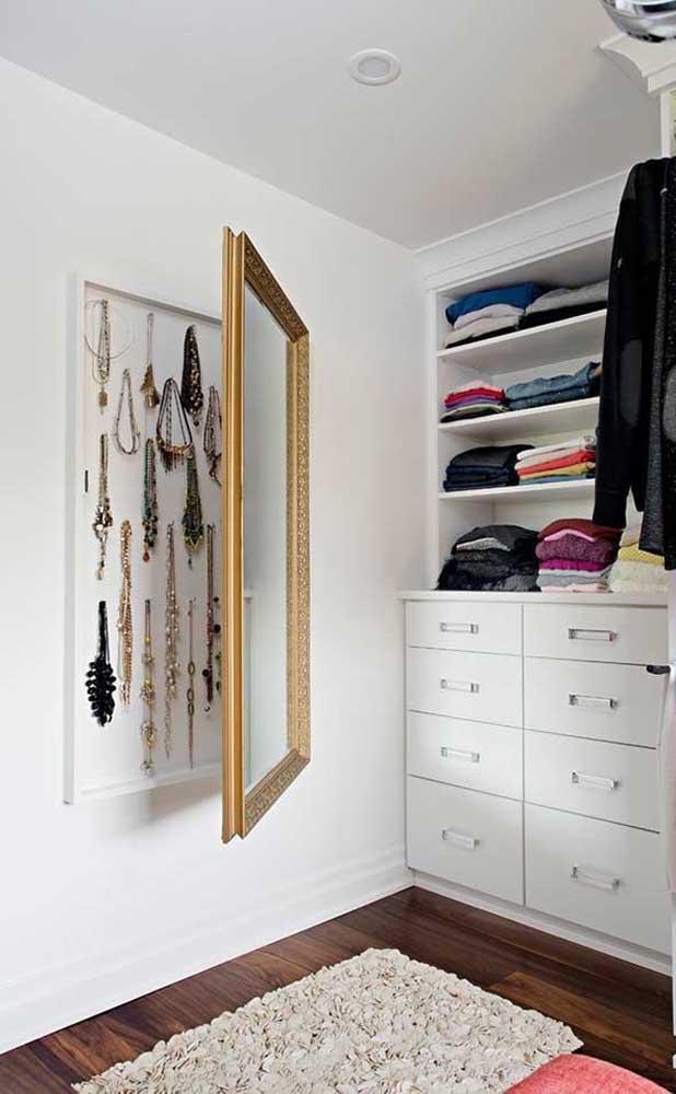 Espelho porta joias: muito boa essa ideia!