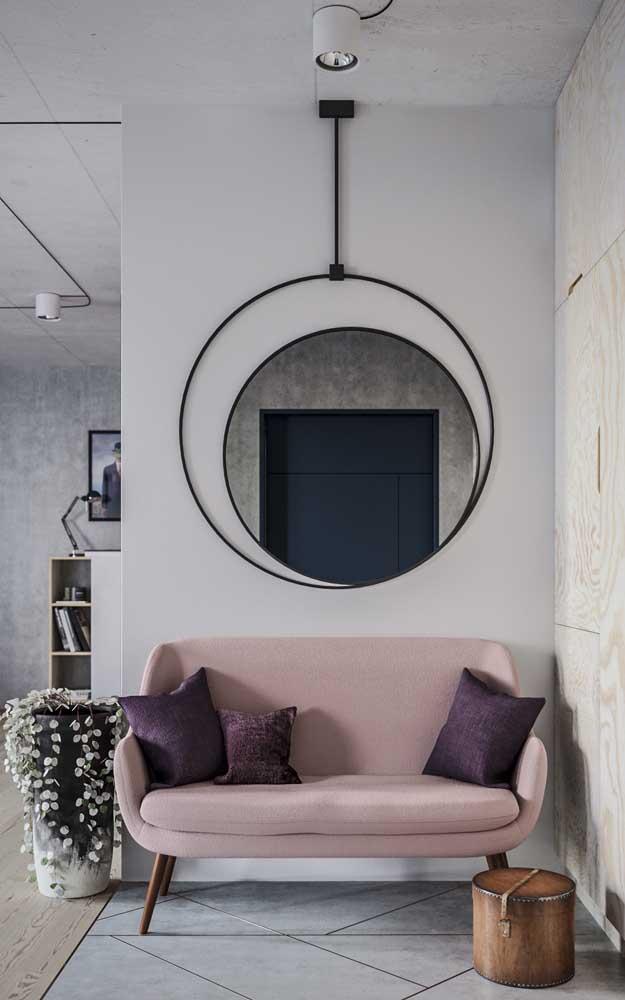 Espelho redondo com moldura simples, mas muito original