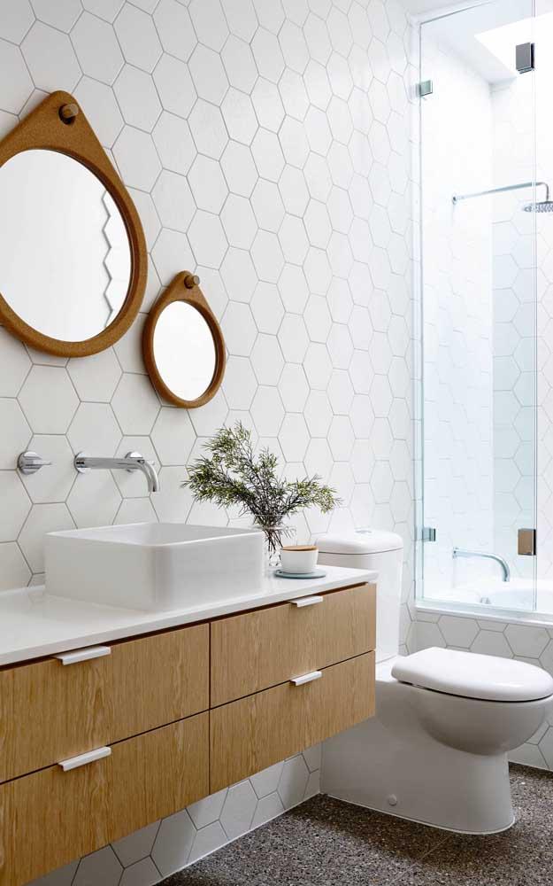 Design clean e moderno para a dupla de molduras de espelho