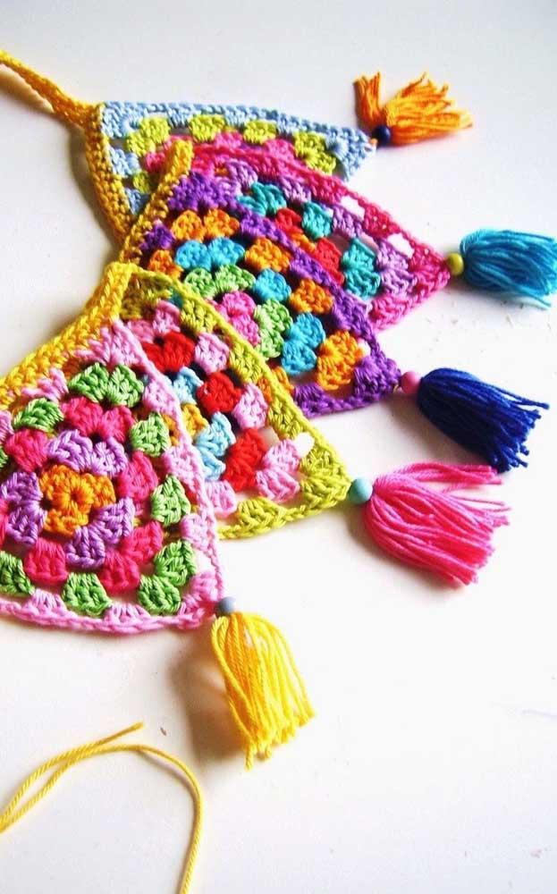 Bandeirolas de crochê super coloridas para um arraiá daqueles!