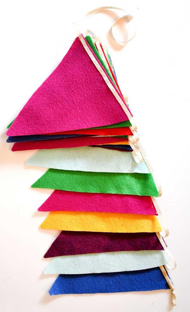 Continuando a ideia do feltro...experimente usar várias cores do tecido