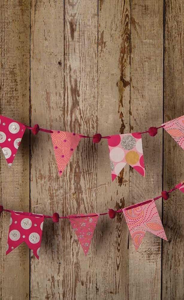 Se preferir, defina uma paleta de cores para suas bandeirinhas, aqui, por exemplo, foram usados diferentes tons de rosa