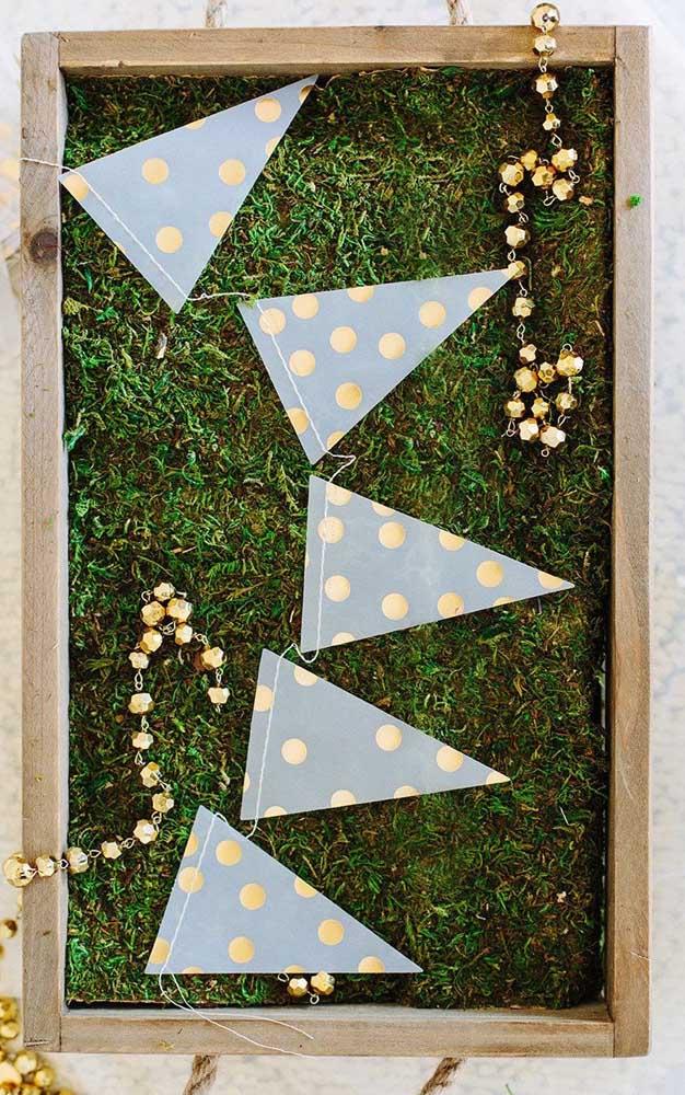 Triângulos para diferenciar um pouco o tradicional formato das bandeirinhas
