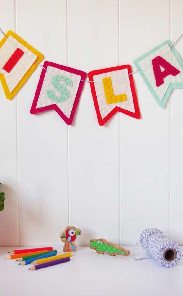 Você pode ainda formar palavras e frases com as bandeirinhas de festa junina