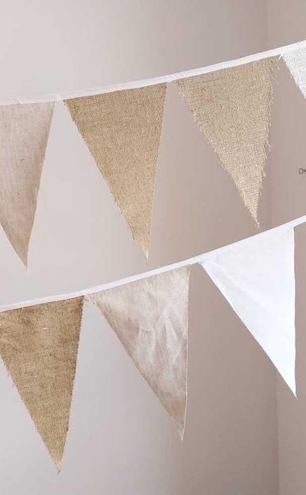 Bandeirinhas rústicas... no tecido e no corte desfiado