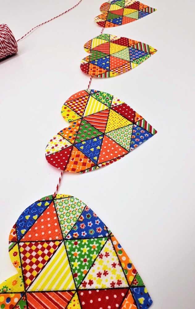 Que tal bandeirinhas de festa junina com formato de coração?