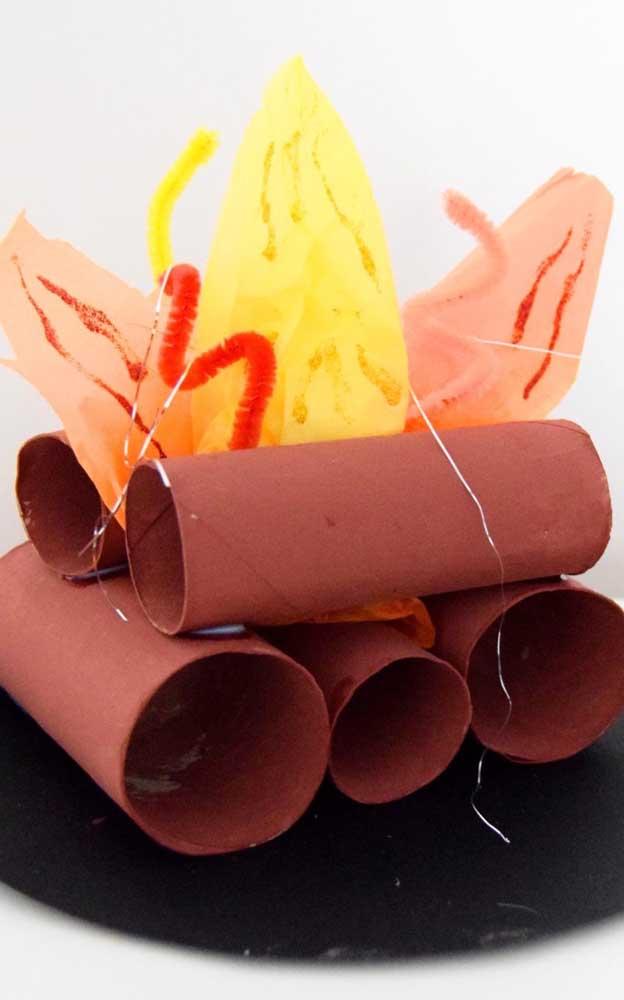 Fogueira de rolos de papel higiênico: muito simples e rápida de fazer