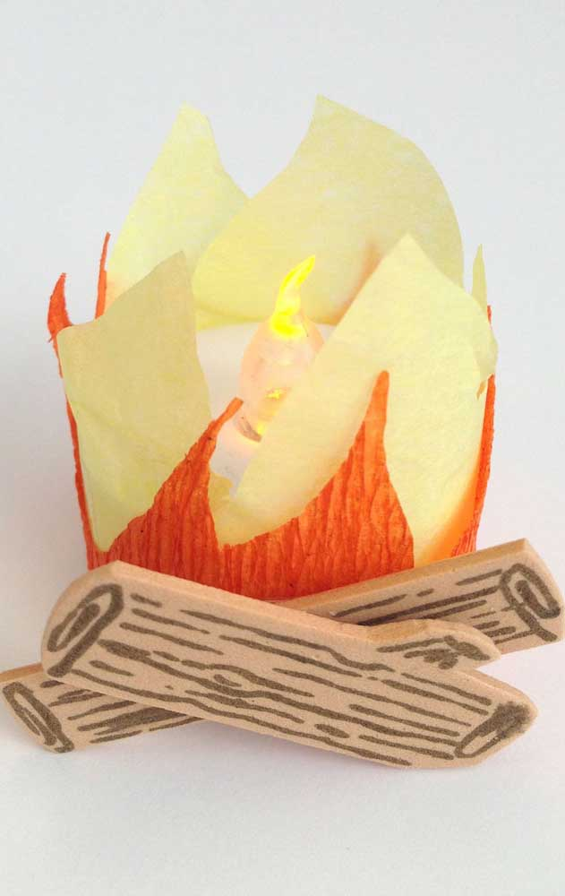 Papel crepom também é uma boa pedida para fogueira artificial de festa junina
