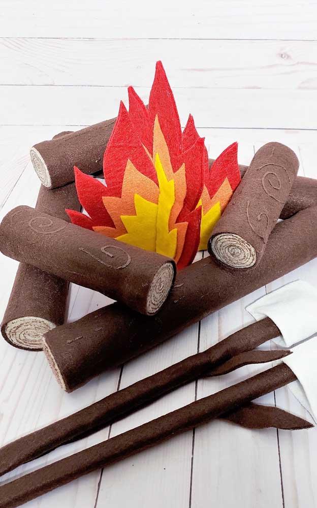 Falando em feltro, olha outra inspiração linda de fogueira com o material