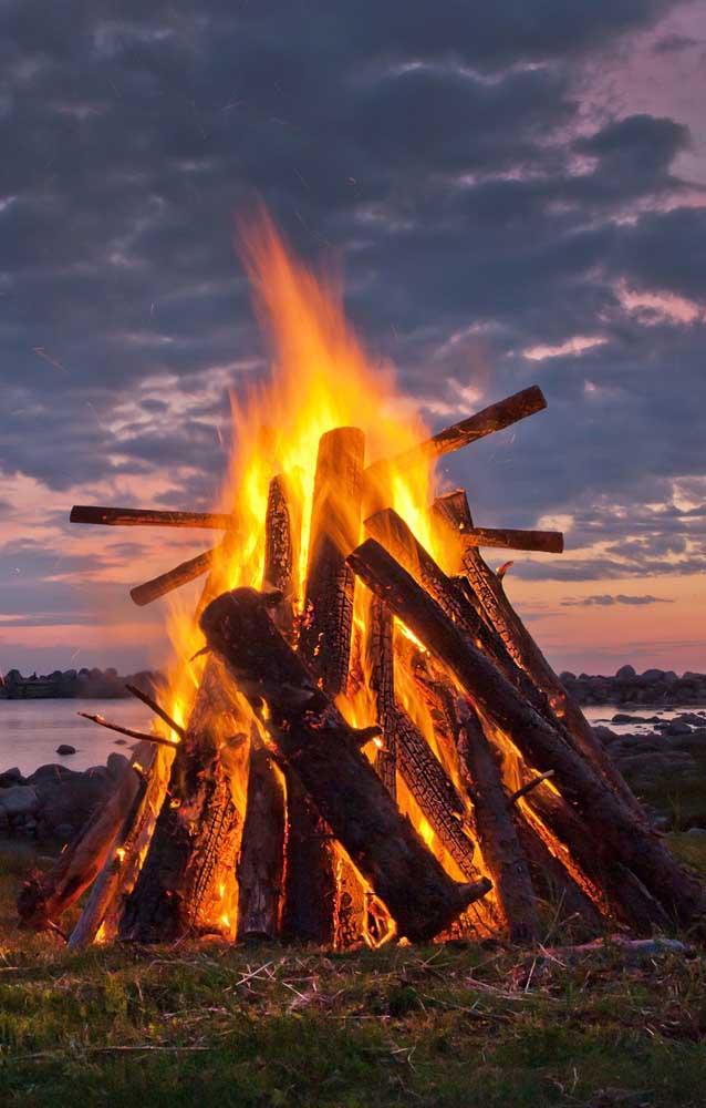 E para quem curte uma fogueira de verdade, vai aí uma linda inspiração!