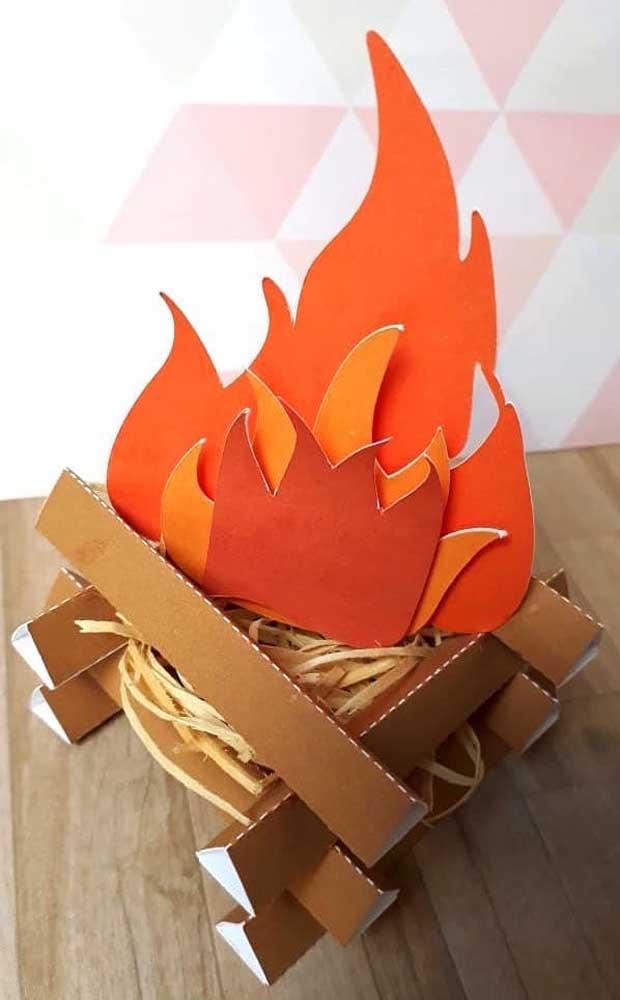 Papel e palha: não é preciso muito para ter uma fogueira junina em casa