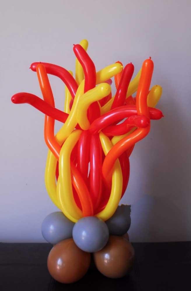 E o que acha de uma fogueira feita com balões?