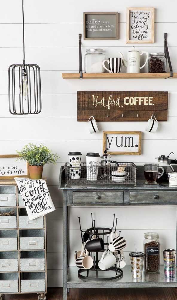 Um aparador antigo pode se tornar o móvel perfeito para o cantinho do café