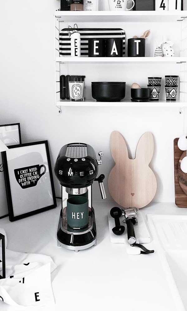 Cantinho do café em preto e branco