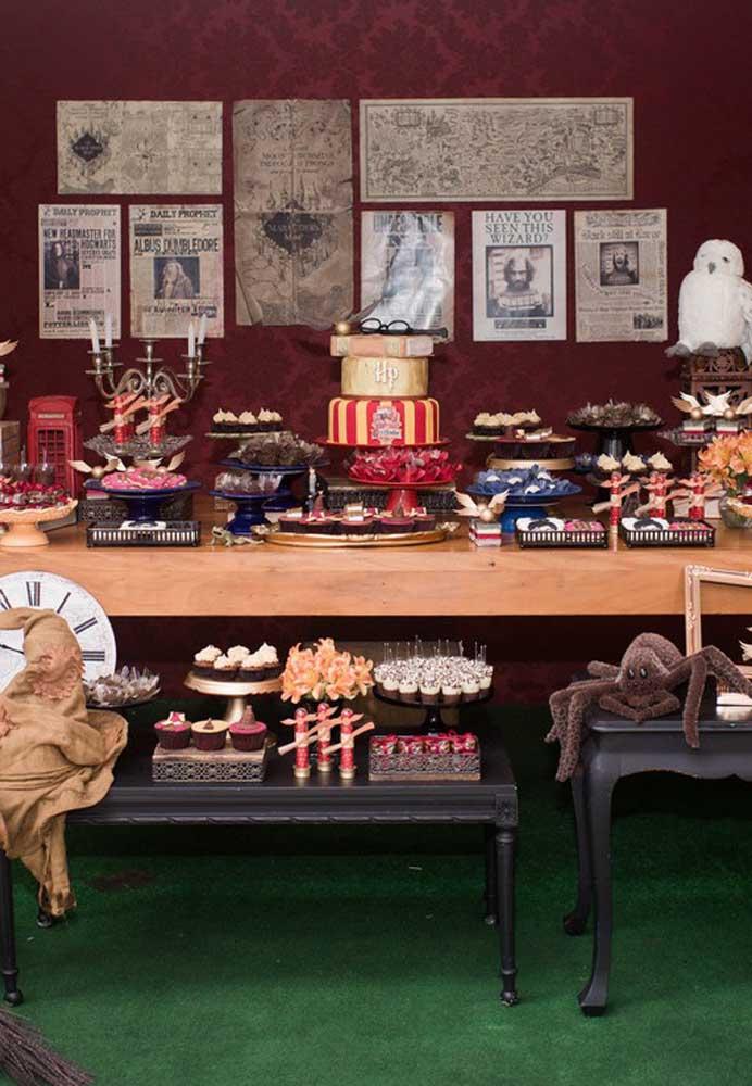 A decoração festa Harry Potter precisa reunir vários elementos decorativos da série.