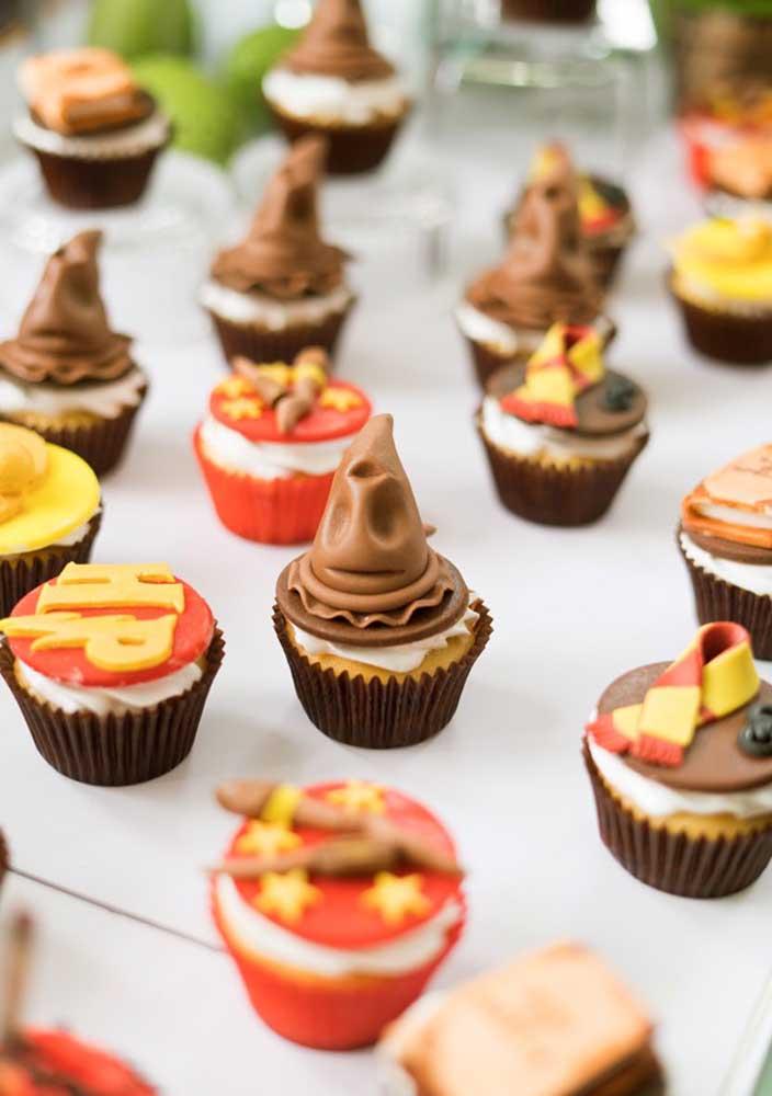 Que tal personalizar os cupcakes da festa?