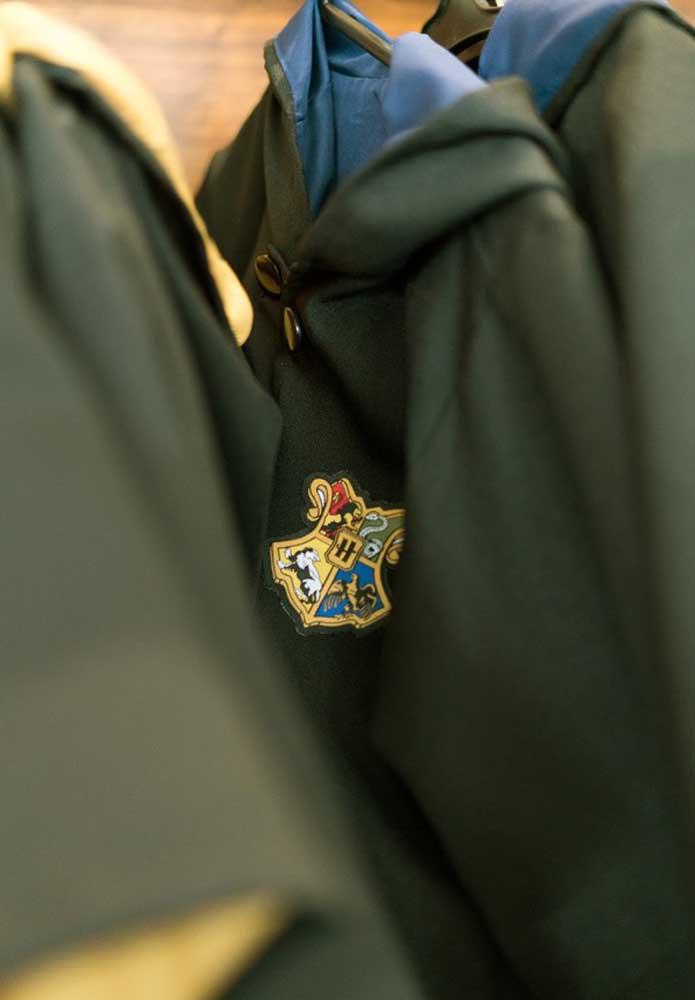 Que tal distribuir uniforme da Escola de Magia?