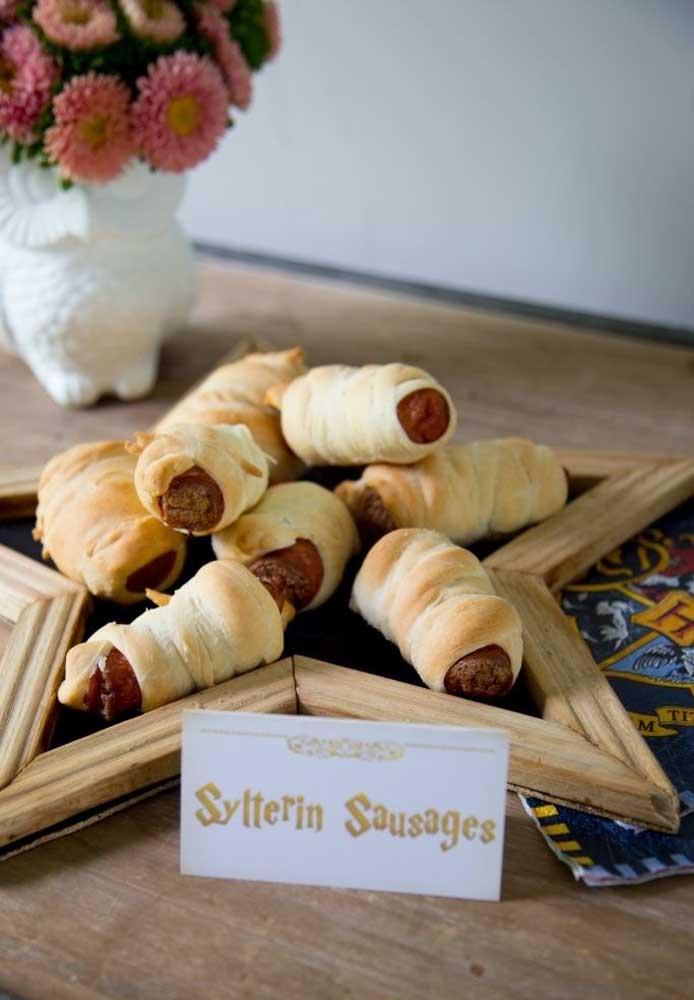 Coloque no cardápio itens deliciosos para chamar atenção dos convidados.
