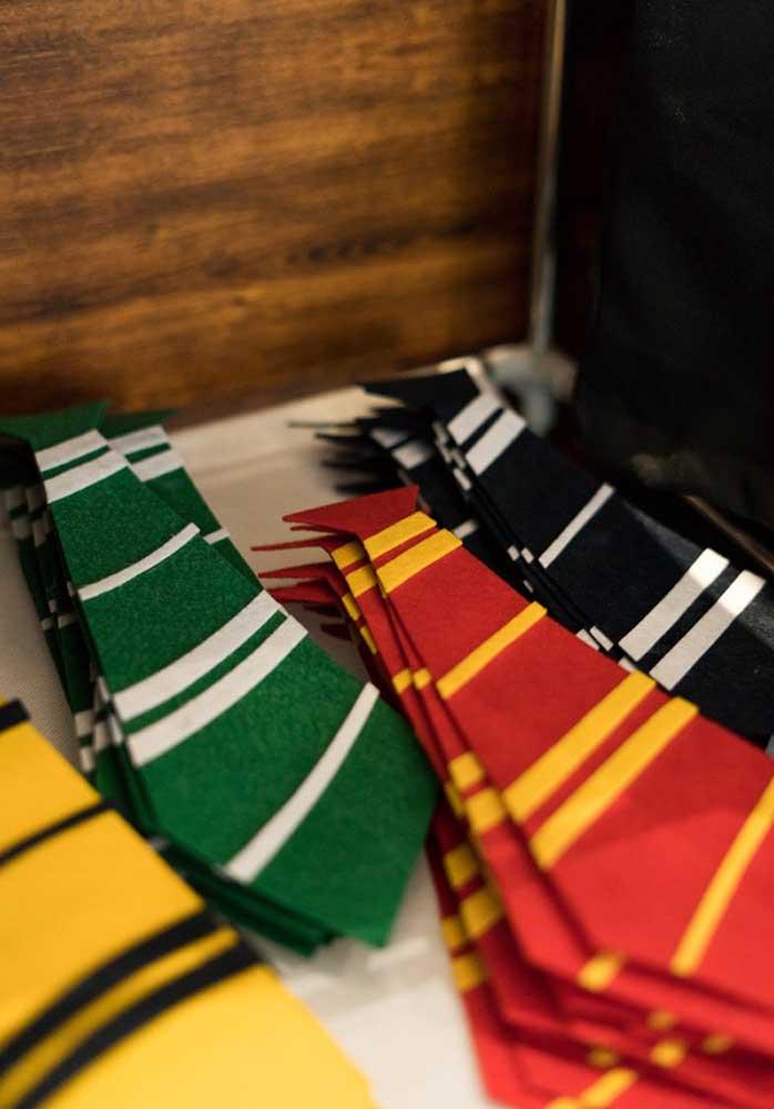 Que tal distribuir gravatas para os convidados?