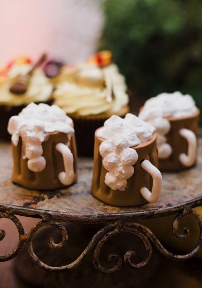 Os petiscos e doces personalizados são perfeitos para uma festa Harry Potter.