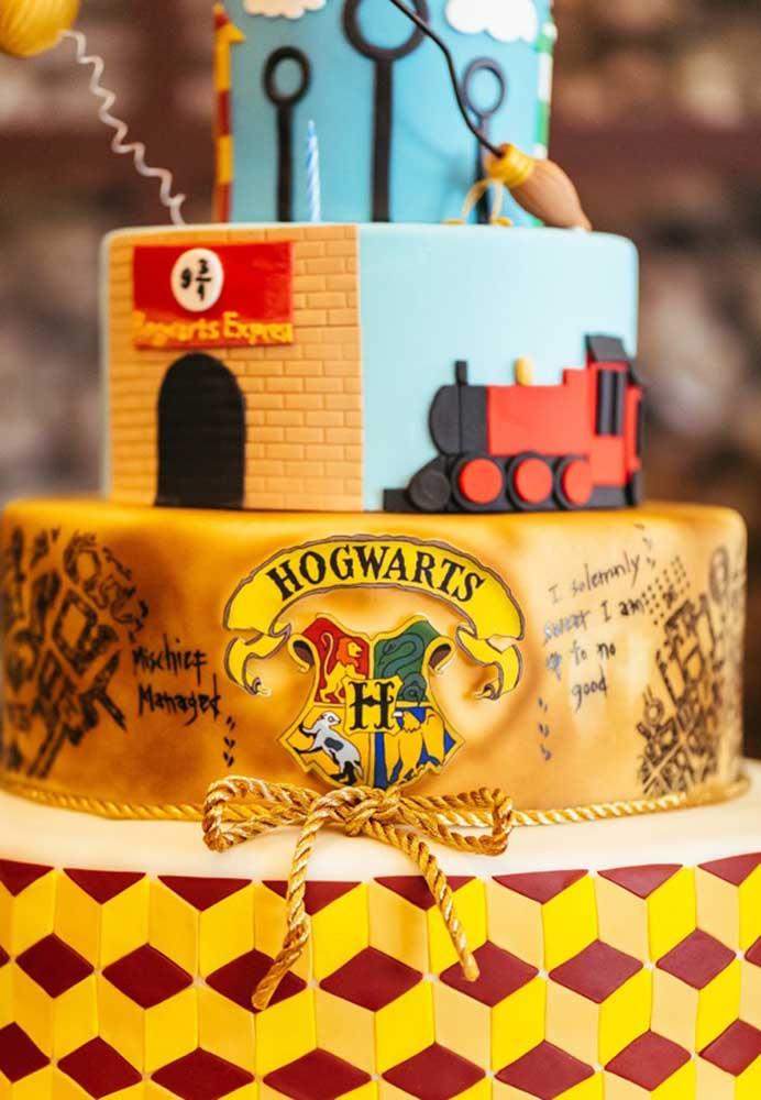 O bolo fake é o mais indicado para quem deseja fazer várias camadas personalizadas.