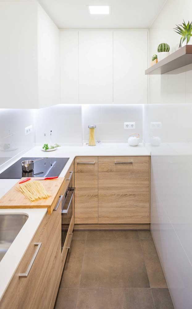 Cozinha branca compacta 100% planejada