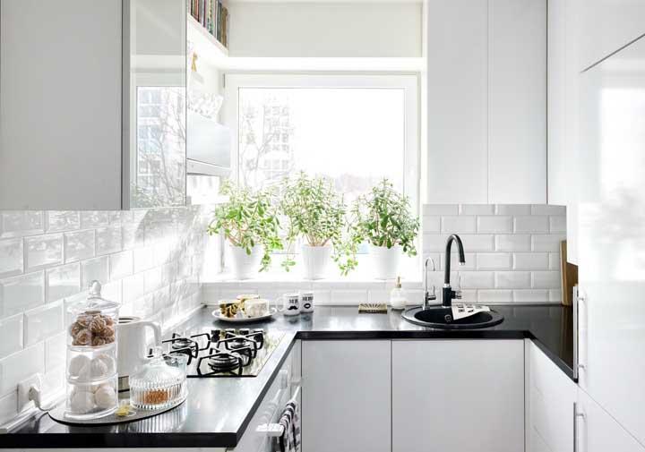 Vasinhos de ervas para alegrar, decorar e dar aquele toque a mais nos pratos