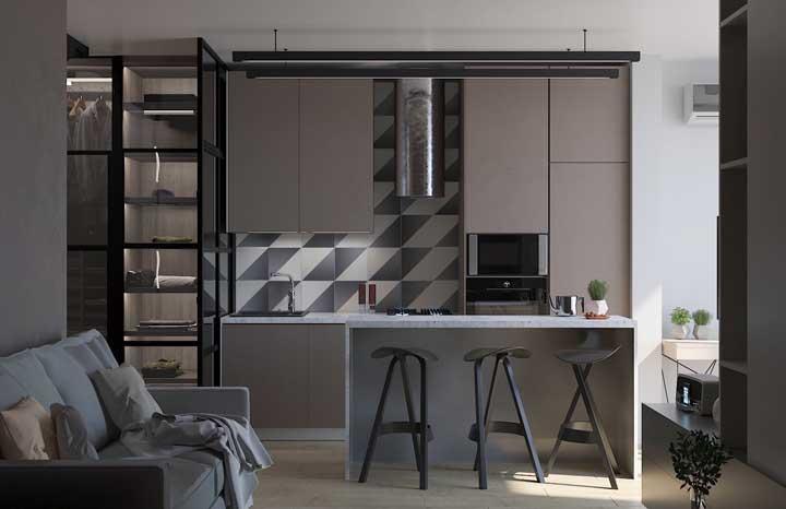 Para quem ama uma decor sóbria e equilibrada, essa cozinha compacta em tons de marrom é um arraso!