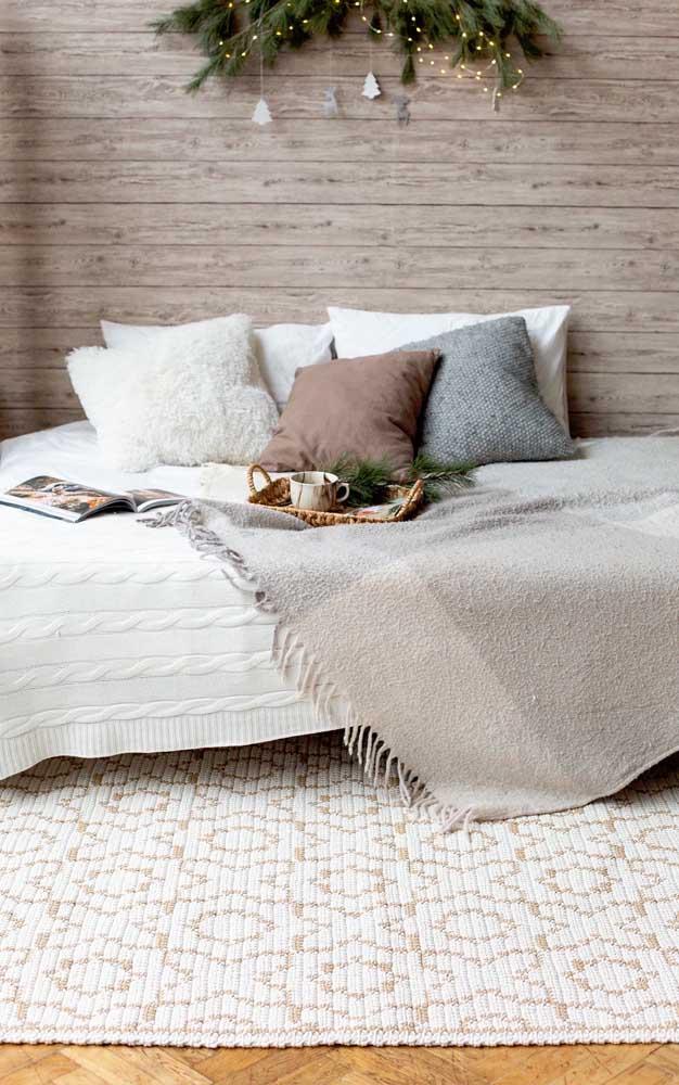 Conforto extra no quarto do casal com o tapete de crochê retangular
