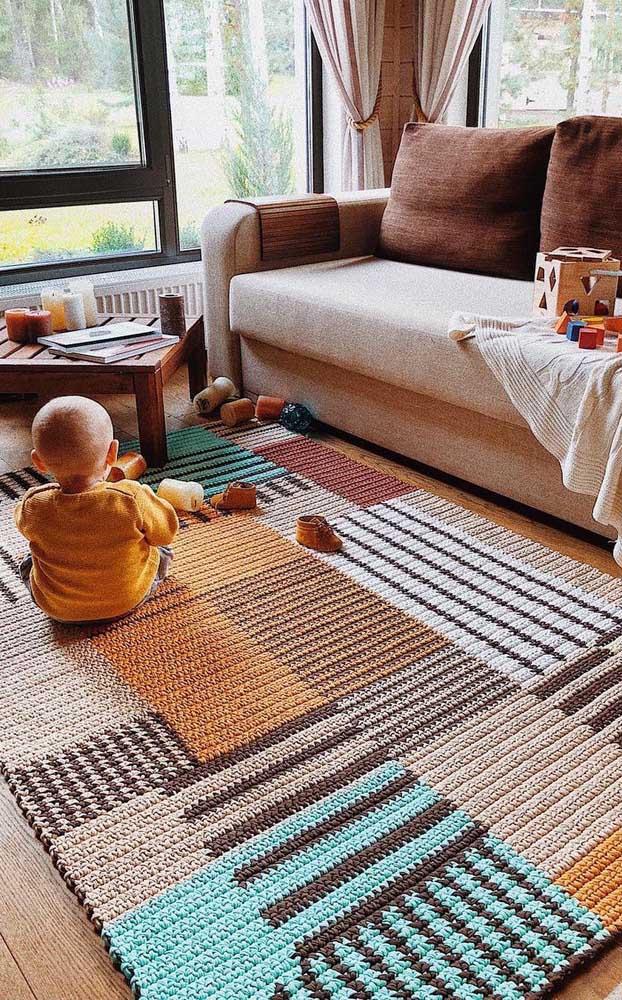 Macio, quentinho, acolhedor: o tapete de crochê é perfeito para quem deseja curtir a casa e ficar bem à vontade