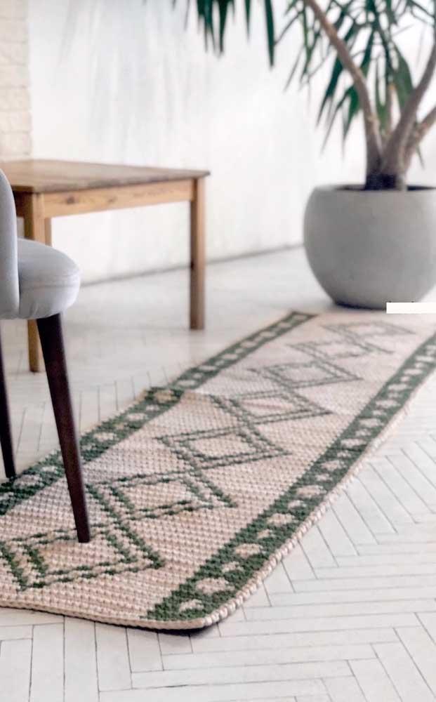 O modelo de tapete de crochê retangular em estilo passadeira é ideal para cozinhas e salas de jantar