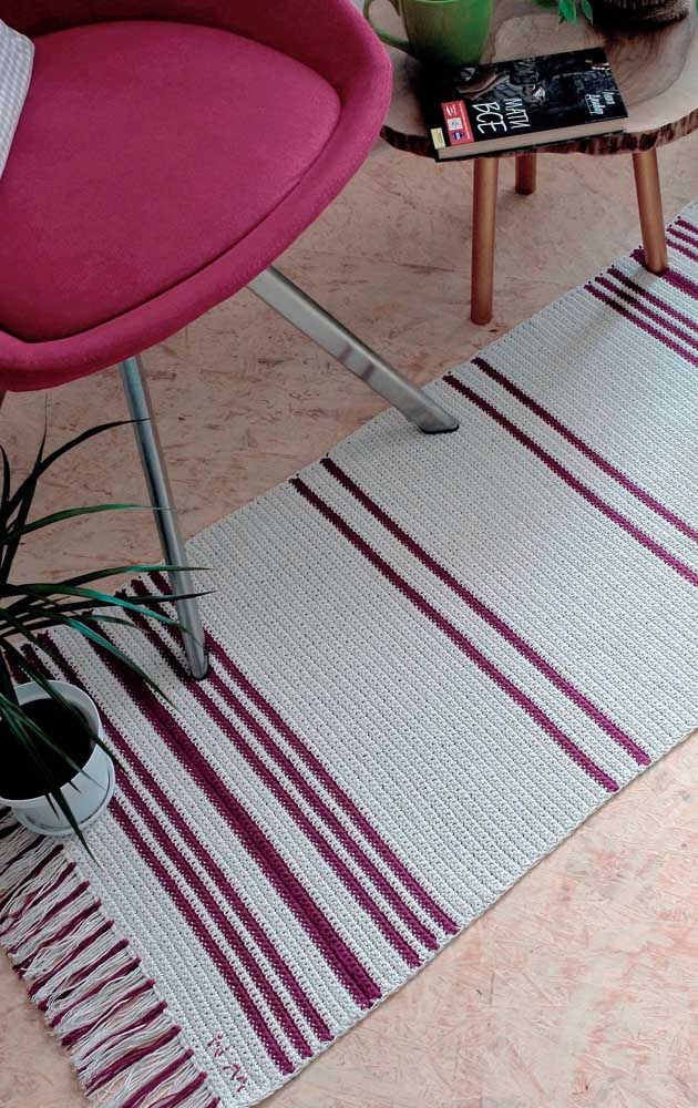 O que umas franjinhas não fazem pelo tapete de crochê, não é mesmo?