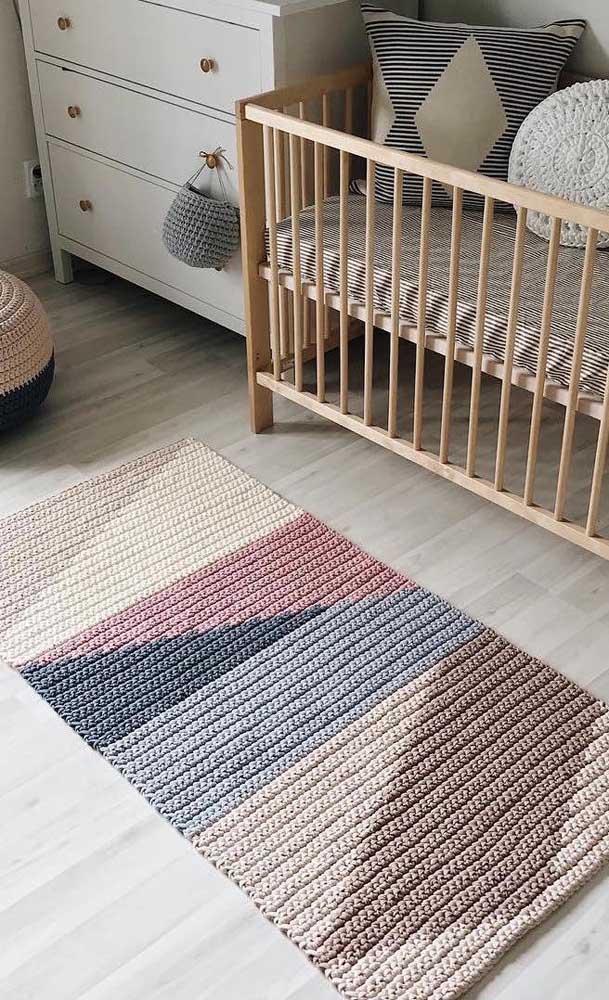 Tapete de crochê retangular bem moderninho para o quarto do bebê