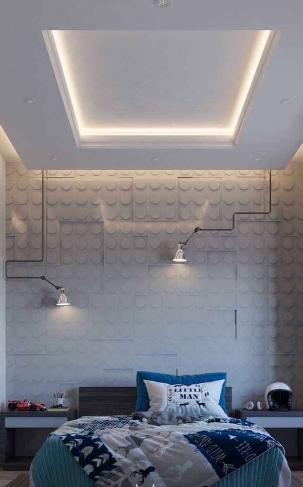 Muito legal essa composição de pendentes direcionáveis na parede da cabeceira