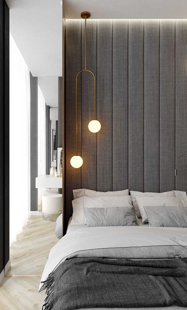 A luz amarela aumenta ainda mais o senso de acolhimento e conforto no quarto