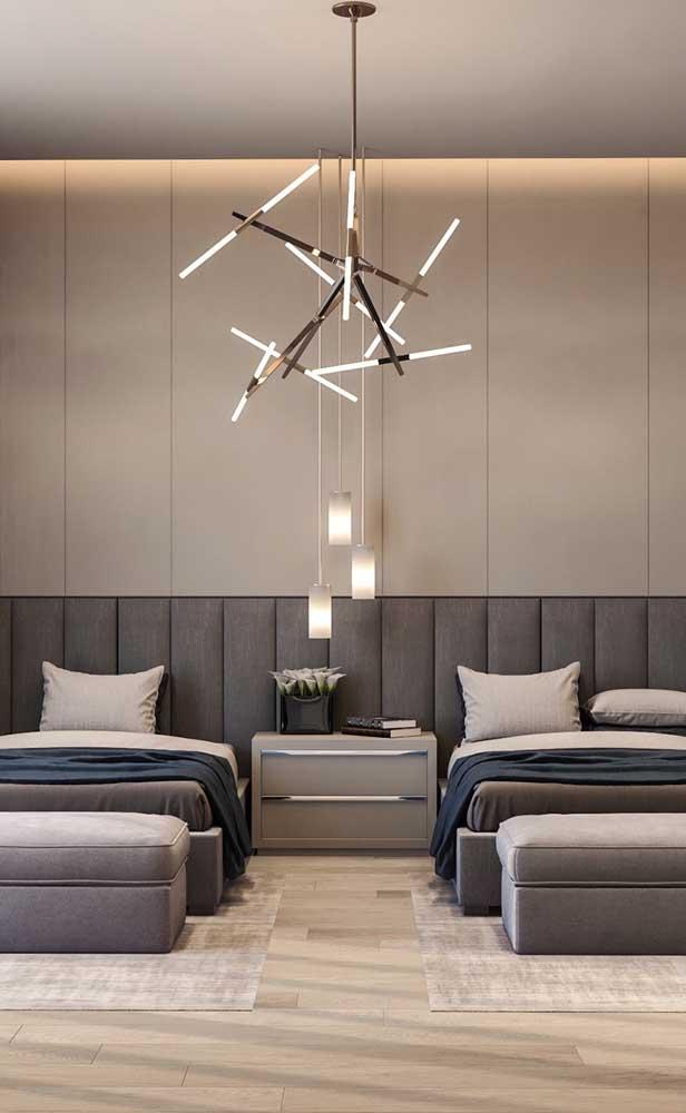Em quartos compartilhados, os pendentes são uma ótima maneira de setorizar o espaço de cada pessoa