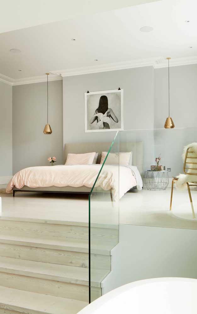 Pendentes metálicos e dourados: o destaque do quarto!