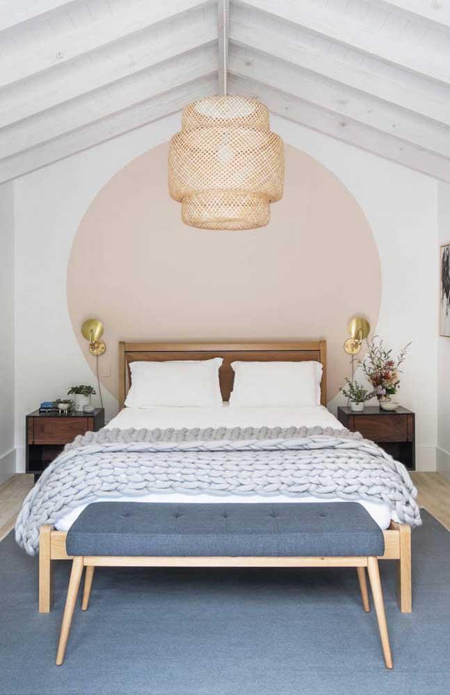 Já um pendente de fibra natural casa perfeitamente com uma decor mais rústica e romântica