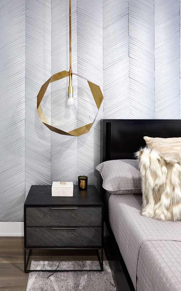 Já que é possível unir beleza e funcionalidade, então que o pendente seja uma peça de arte no quarto