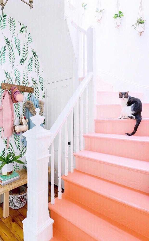 E uma escada com piso salmão? Já pensou?