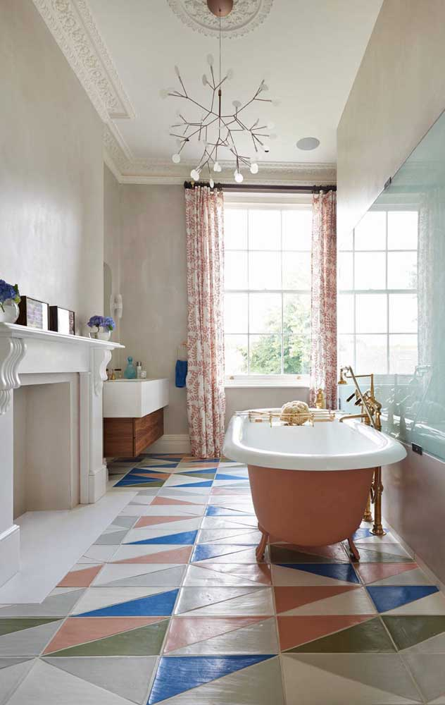Uma banheira salmão que parece ter saído de uma história infantil! Perfeitinha!