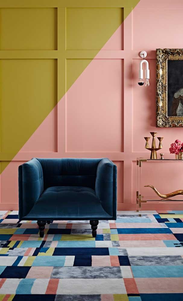 Já para quem busca uma decoração contemporânea com a cor salmão pode se inspirar nessa sala que abusa da composição de cores complementares