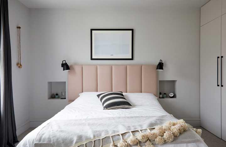 Quer algo moderno e minimalista usando a cor salmão? Então inspire-se nesse quarto