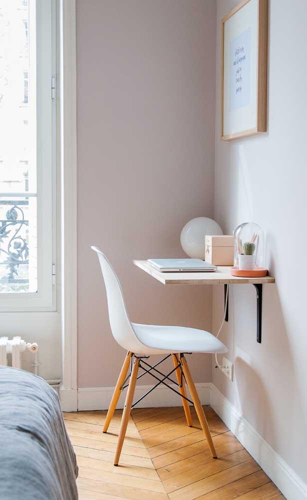 Quer uma mesa de estudo mais simples do que essa? Além de simples, é funcional e super charmosa