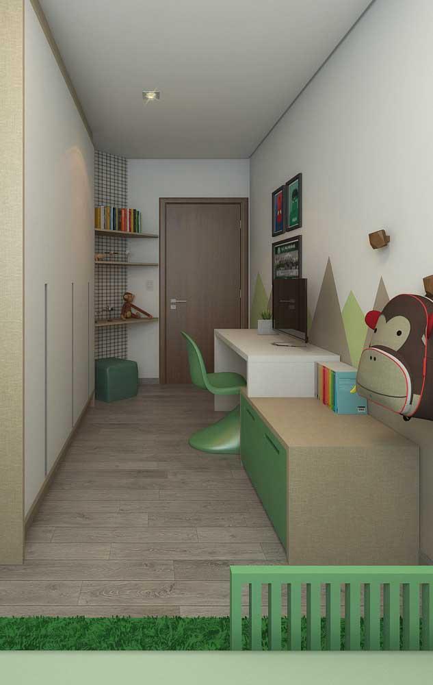 Mesa de estudo para o quarto infantil; menos informação visual para não atrapalhar a concentração