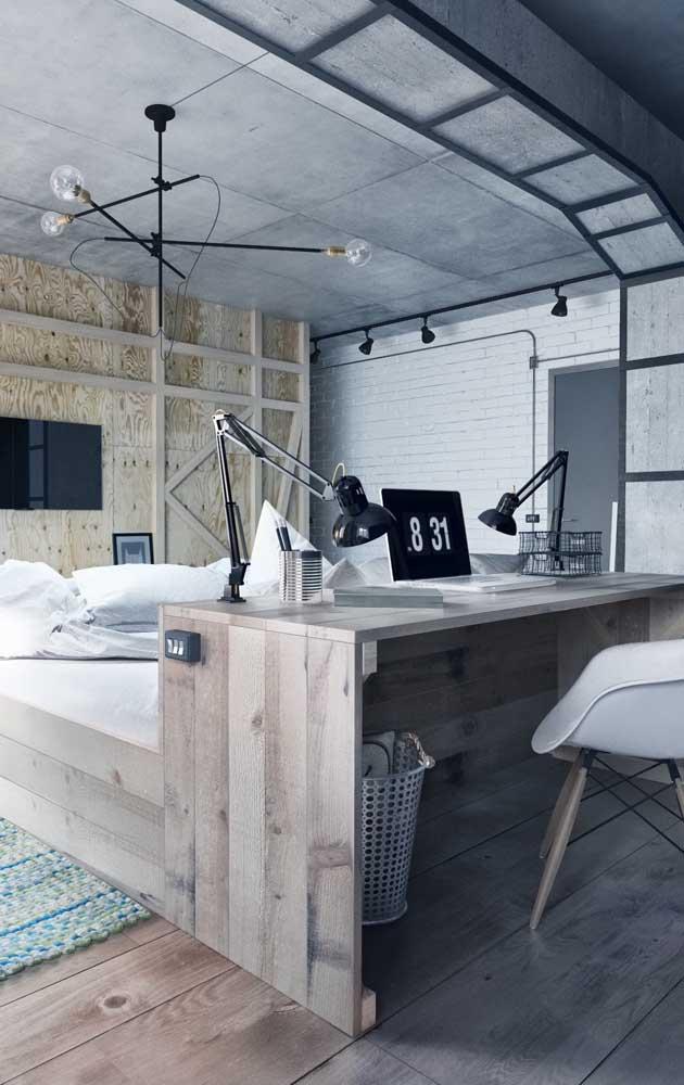 Um quarto totalmente integrado e bem planejado, onde a cama se liga diretamente a mesa de estudos