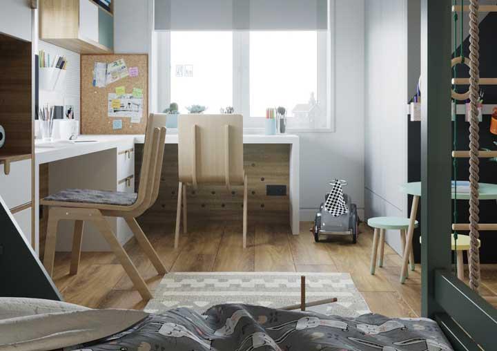 A mesa de estudo em L é ideal para quartos compartilhados