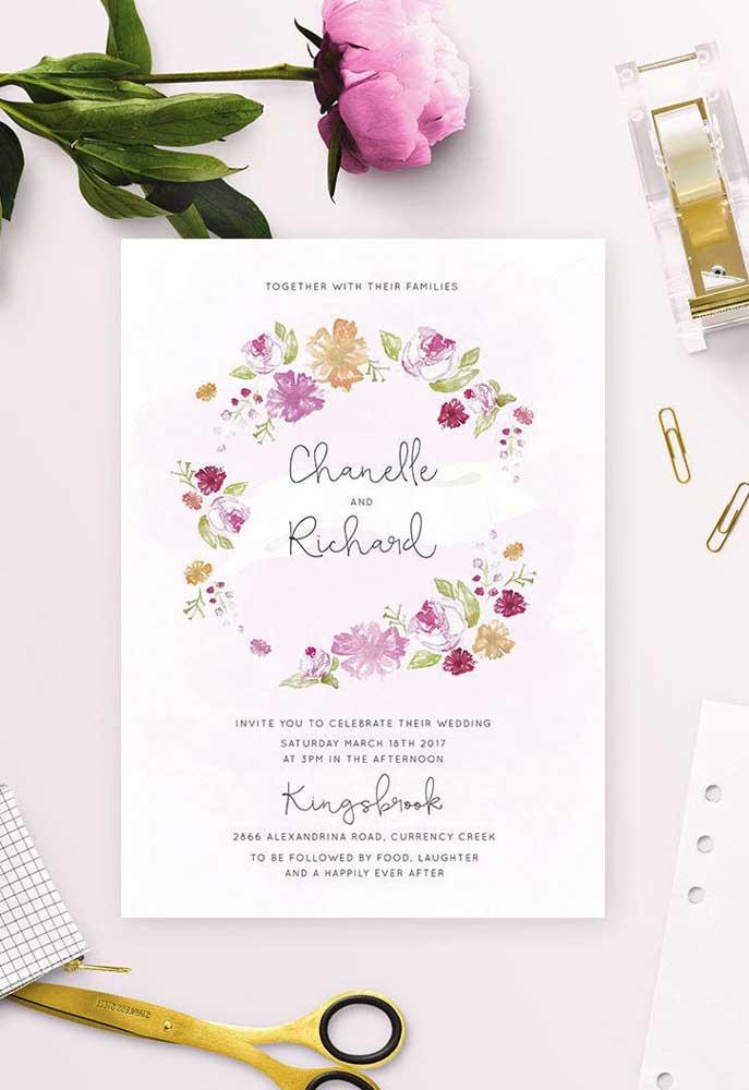 Flores são os itens decorativos mais usados nas decorações de noivado, então use-as na hora de fazer o modelo de convite.