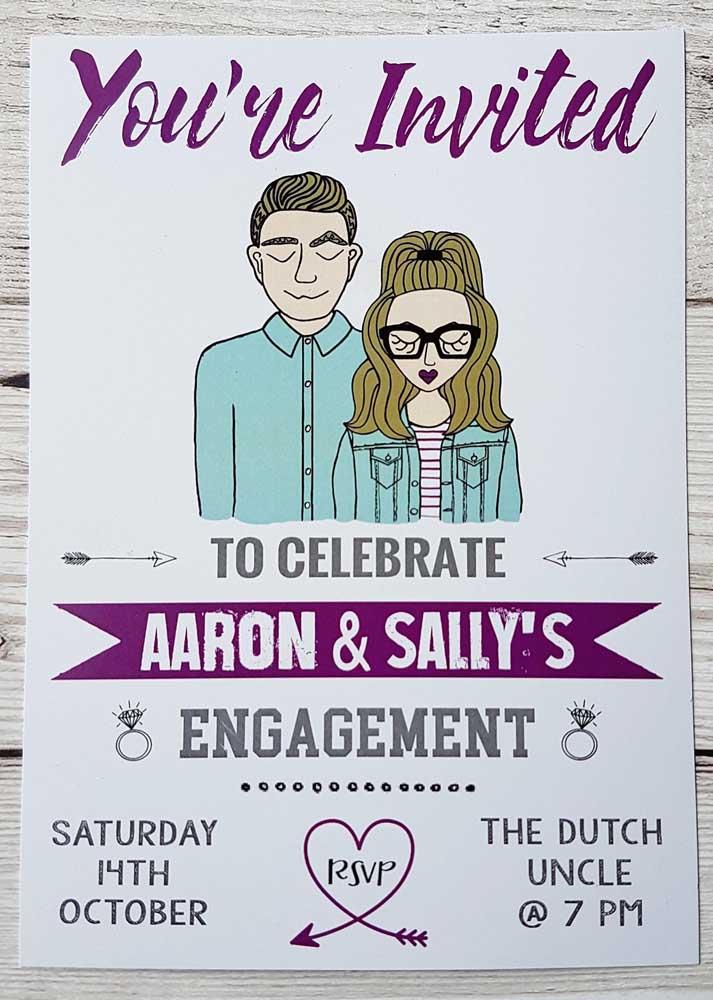 O convite de noivado permite fazer algo bem criativo. Portanto, aposte em modelos engraçados para combinar com a personalidade dos noivos.