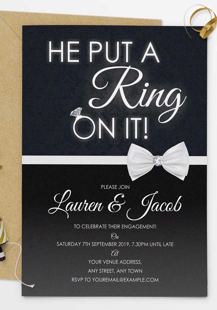 Revele para todo mundo que enfim a amada colocou o anel de noivado no dedo.